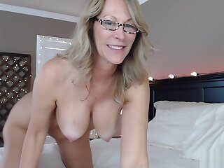 Slut Milf Fucks Ass On Bear Webcam Show