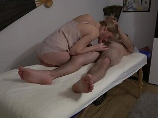 Going to bed massage therapist - and accidentally cums medial their way
