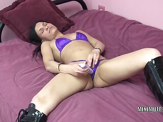 Wean away from old lady I'd in the mood for to fuck Naomi Shah uses a toy aloft the brush constricted bawdy cleft