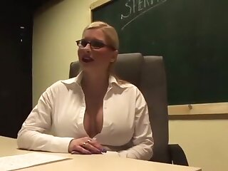 I'm fucking in troika in my big tit amateurs video