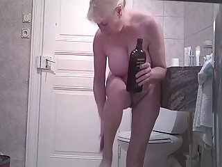 A mature rather saggy body, hamper I am very impressds unconnected with her big tits.