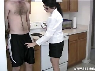 Amateur sunless adult on say no to knees giving head in the kitchen