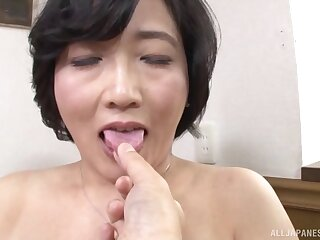 Mature asian Toyokawa Mutsumi is hornier than always fingering