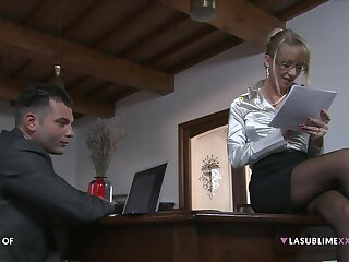 Full-grown secretary Bambola seduces her younger boss for a quickie