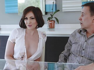 Cheating wed Yasmin Scott drops on her knees for a large dick