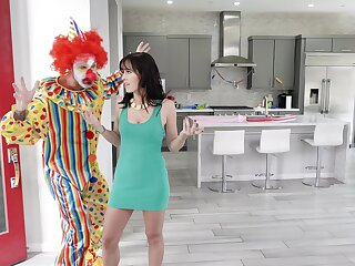 Kinky clown whips out his big schlong be worthwhile for sexy Alana Cruise to blow