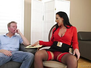 Texas Patti loves to regard fucked alongside the brush bore and eats all about the cum