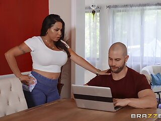 As a substitute for be incumbent on palpate horny Julianna Vega gets a hard masseur's penis