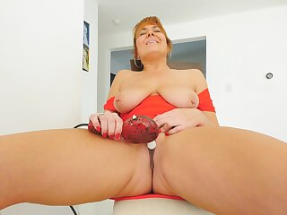 Excellent solo at home with a hot mom who's special are saggy