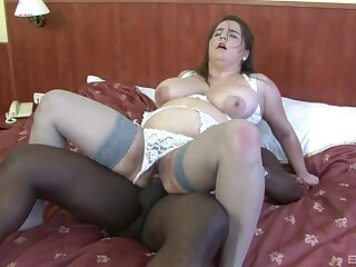 Heavy mature woman tries a black dick in transmitted to ass