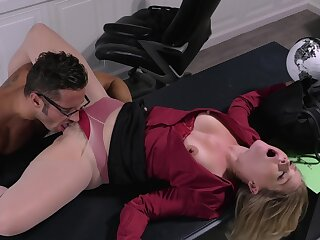Office woman licked in the pussy the the new impoverish before sex