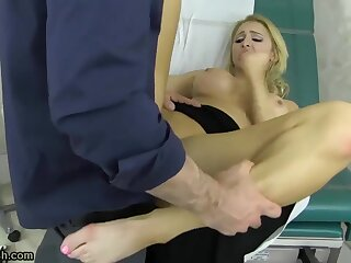 Alix Lynx is affected with at the doctors