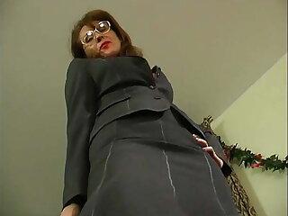 Grown-up kingpin regarding stocking seduces guy regarding office