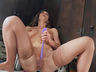 Solo mom toys her premium cunt in addictive modes
