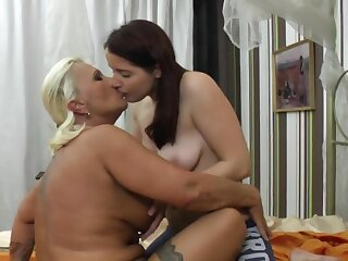 Chubby mature Bereny licks wet pussy of brunette amateur Diana