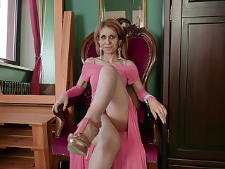 Regime GILF has a beautiful body added to that woman loves masturbating a lot
