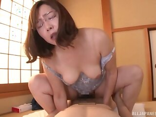Cramped amateur Japanese mature rides the interview like she's 19 again